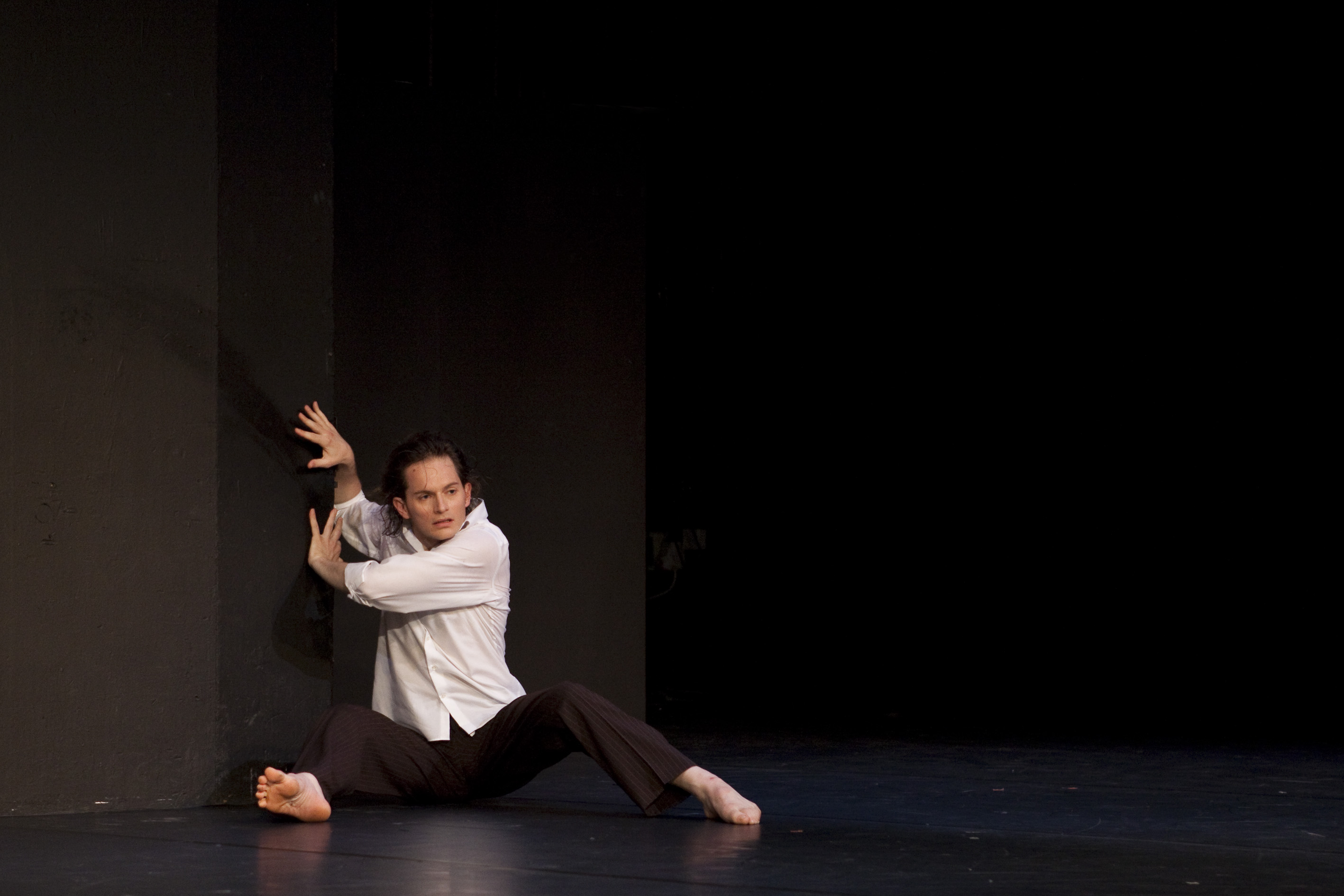 understanding tanztheater and pina bausch essay Based on his own experience as a dancer in pina bausch's  he choreographed his first pieces at bremer tanztheater he has been living in berlin 2006,.
